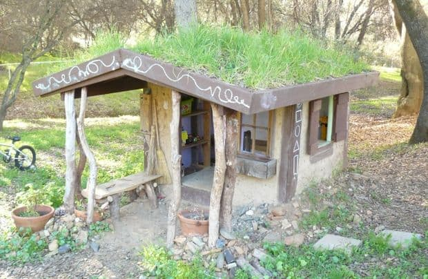 75 dazzling diy playhouse plans free mymydiy inspiring diy the naturally upcycled cool cob playhouse idea solutioingenieria Image collections