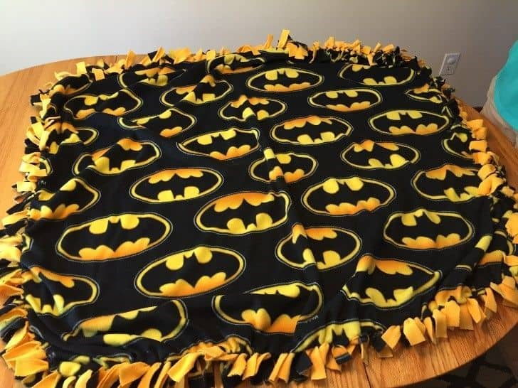 batman fleece blanket diy