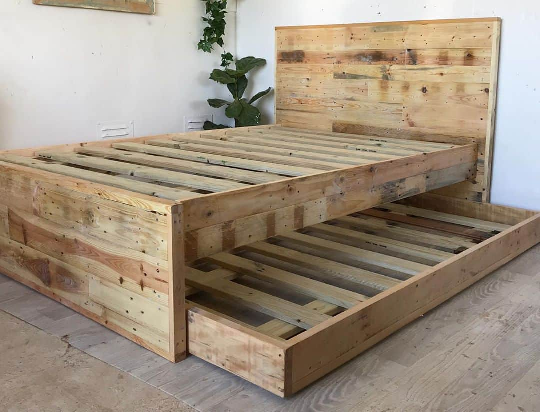 How A Daybed With Trundle Beautifully Saves Space Mymydiy